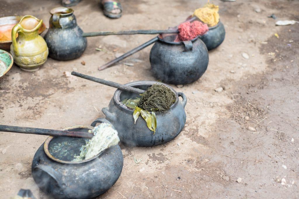 Peruvian Textiles - Dyeing yarn