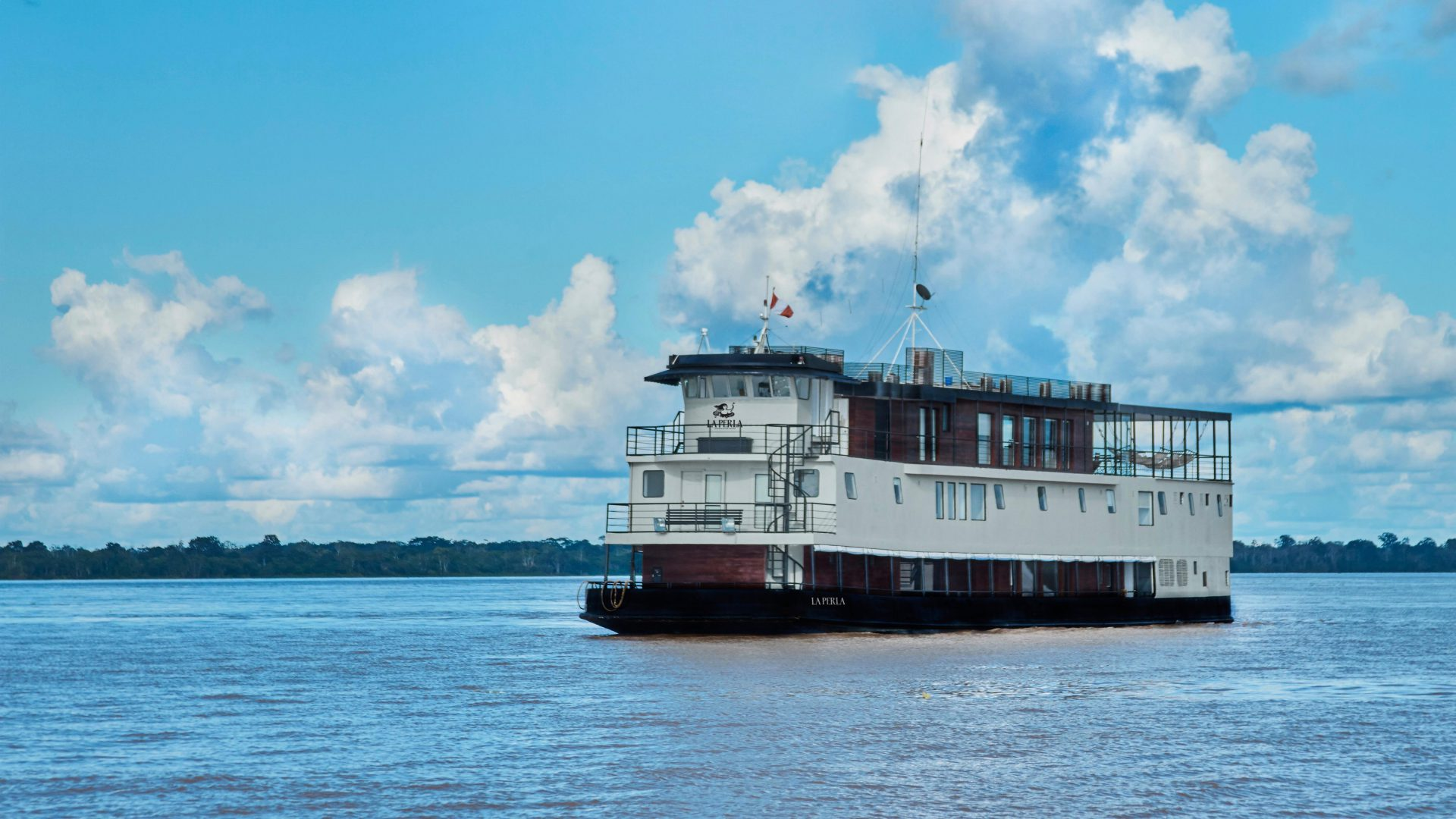 amazon cruise ship La Perla
