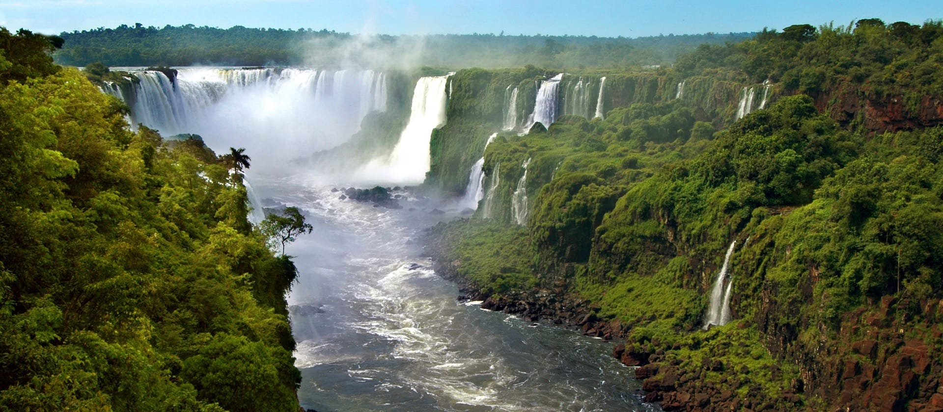 Iguazu waterfalls trips in Argentina