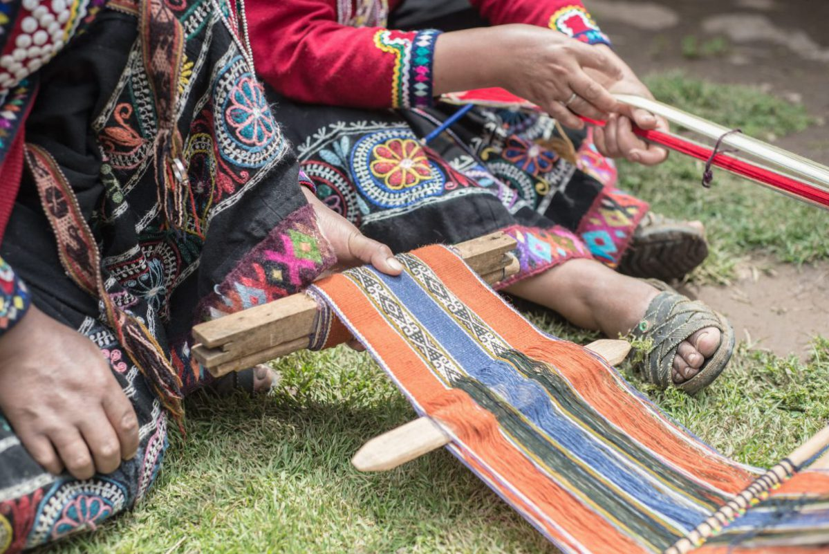 Things to do in Sacred Valley - Weaving a scarf