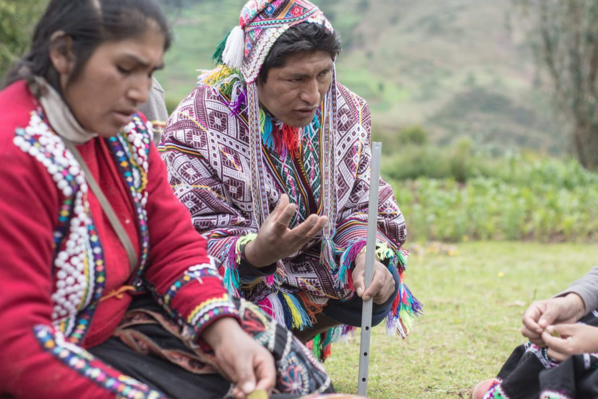 Peruvian Weaving - Hosts Explain the Local Plants