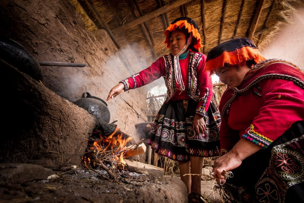 Peruvian textile weaving - Women dyeing yarn