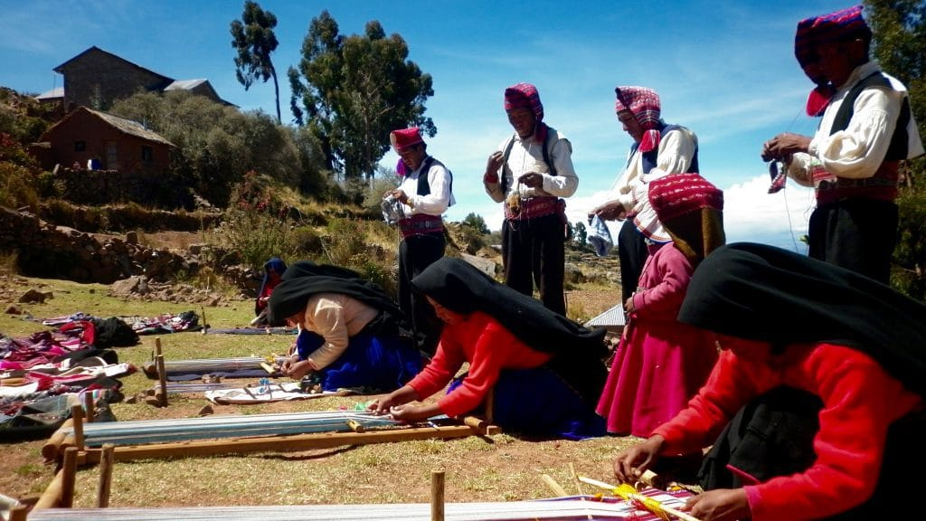 Lake Titicaca tour from Puno - Local handlooming demonstration.