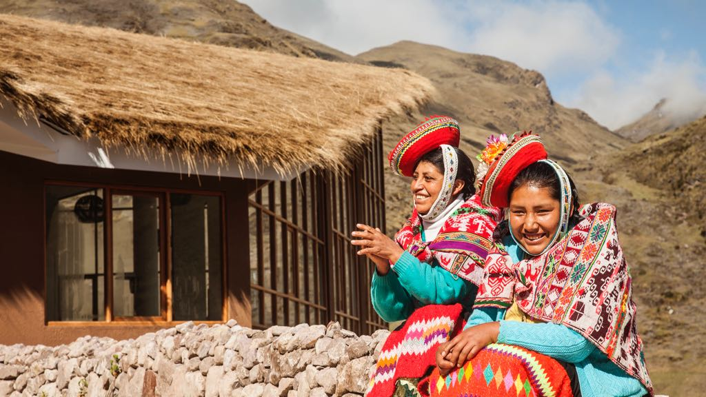 Local ladies on Lares trek