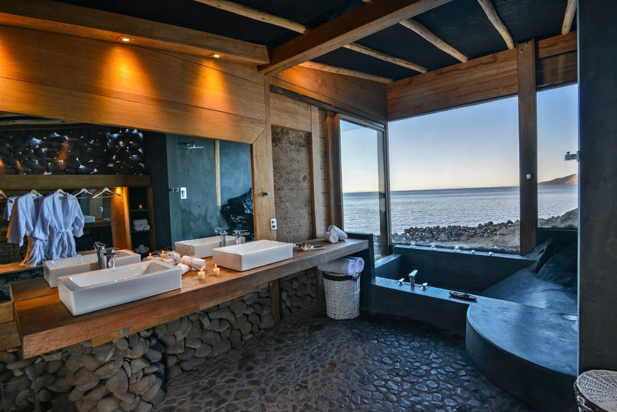 Main bathroom in Amantica lodge