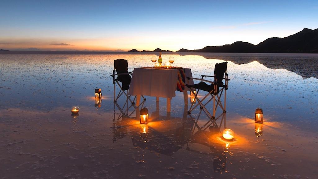 Sunset picnic in Uyuni Salt flat - Salar de Uyuni